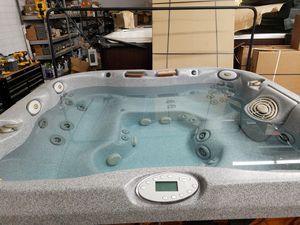 Pre-owned Jacuzzi Premium J-460 hot tub for Sale in Chandler, AZ