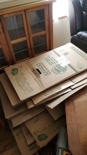Moving boxes and packing paper and bubble wrap. for Sale in Wenatchee, WA
