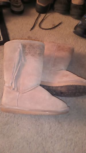 Girls bearpaw boots in good condition size 1 for Sale in Orange, CA