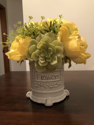 Flower pot home decor for Sale in Des Plaines, IL