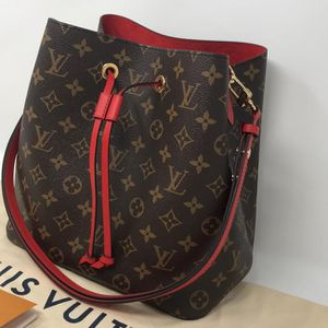 Louis Vuitton handbag for Sale in Bronx, NY