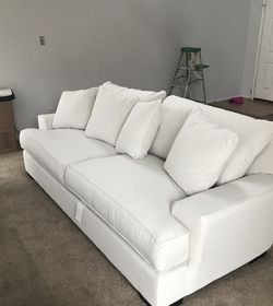 White Ainsley Macy's couch Used for Sale in Tomball,  TX