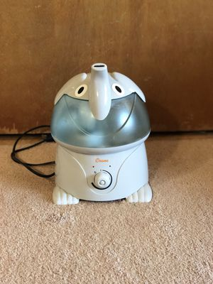 Crane Elephant shaped cool mist humidifier- excellent condition!! for Sale in Woonsocket, RI