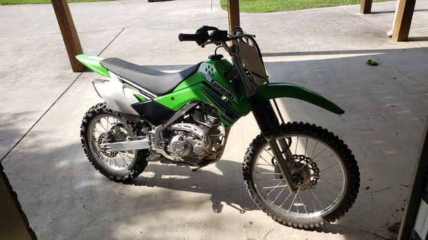 2013 Kawasaki KLX 140L Dirt Bike Motorcycle. Like new.