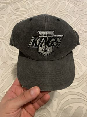 Like new Mitchell and ness la kings hat for Sale in Paramount, CA