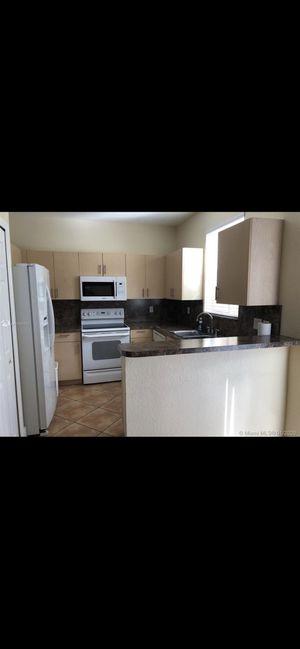 Kitchen appliances set for Sale in Miami, FL