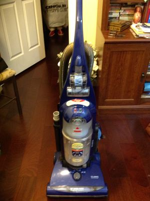 Almost New Bissell Bag less vacuum w/ turbo brush,carpet clean carpet sensor, washable filter for Sale in Germantown, MD