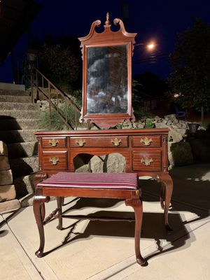 L💋💋K fabulous antique solid cherry wood vanity & stool! for Sale in Monroeville, PA