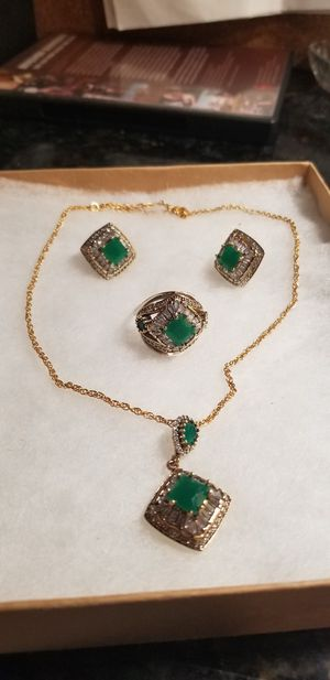 STUNNING 3.36 CT NATURAL EMERALD WITH WHITE TOPAZ WITH STERLING SILVER 4 PCS SET CHAIN NOT INCLUDED for Sale in Fairfax, VA