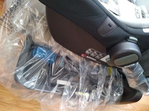 Brand New Carrier and car seat for New Born for Sale in Chicago, IL