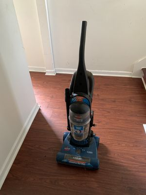 Bissel vacuum good for cleaning services large size for Sale in College Park, GA