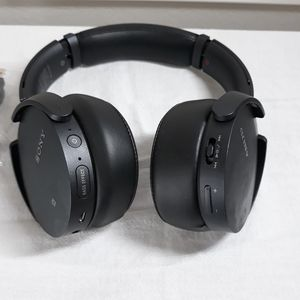 Sony Bluetooth Extra Bass Noise Cancelling Headphones for Sale in Plano, TX