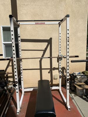 Body solid squat rack, weights plates, bar and clips for Sale in Hemet, CA