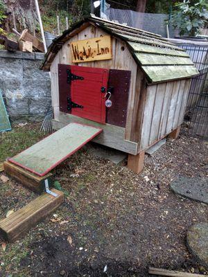 Cute dog/ duck house for Sale in Bellevue, WA