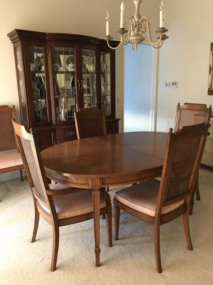 Antique wood dining table with Leaf and 6 chairs. Great condition for Sale in San Diego, CA