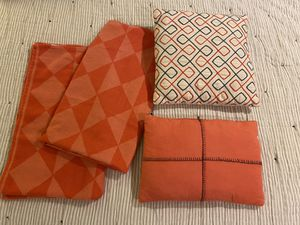 Target coordinating throw blankets and pillows for Sale in Bothell, WA