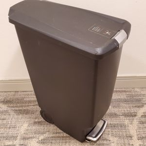 11-GALLON, SLIM, STEP-ON, SLOW-CLOSING LID, ROLLING TRASH CAN - like-new - firm price. for Sale in Arlington, VA