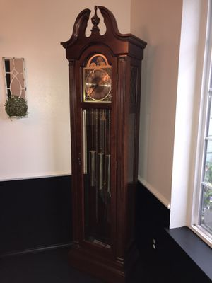REDUCED PRICE!! Vintage King Arthur Clock for Sale in Puyallup, WA