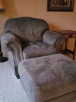 Comfy Chair And Ottoman for Sale in Auburn,  WA