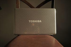 Full keyboard toshiba laptop for Sale in Orlando, FL