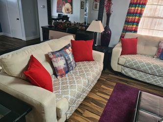 Leaving Room Set Sofa & Love Seat With Leather Ottoman for Sale in Orlando,  FL