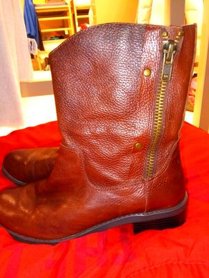 Brown boots size 9 1/2 womens for Sale in Columbus, OH
