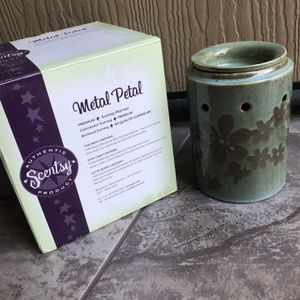 Scentsy Warmer for Sale in Tempe, AZ