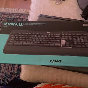 Logitech - MK540 Advanced Wireless Keyboard and Mouse Bundle - Black for Sale in Charlottesville, VA