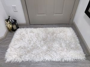 """Designer Small Area Rug Pearl White (30"""" x 48"""") Very Soft Shag Carpet Long Pile for Sale in Garland, TX"""