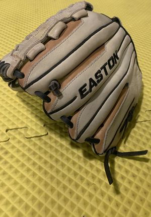Easton synergy fastpitch softball glove for Sale in Azusa, CA
