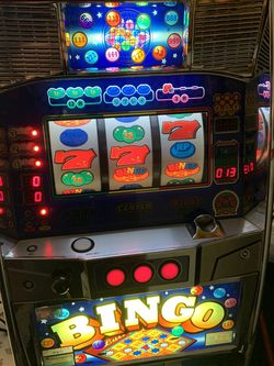 Bellco bingo machine work awesome and in good shape With Gaming Coins for Sale in Tiverton,  RI