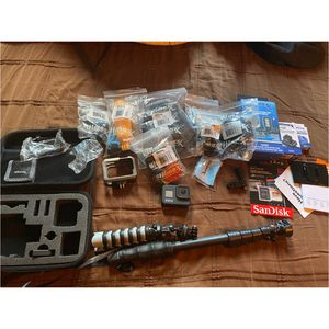 GoPro Hero 8 Bundle (like New). for Sale in Signal Hill, CA