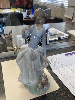 "Lladro ""sunlit Garden "" Porcelain Figurine for Sale in Euless,  TX"