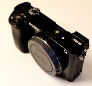 Sony a6000 mirrorless camera 24MP for Sale in Miami, FL