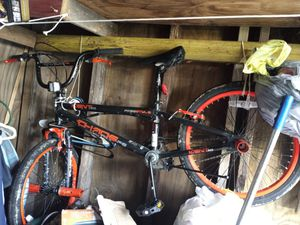 Brand new bike just rode it once to store the mud comes off just gots to clean it $70 obo for Sale in Rockport, TX