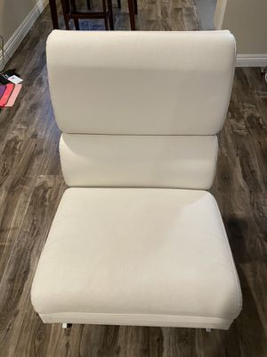 White leather chair for Sale in Los Angeles, CA
