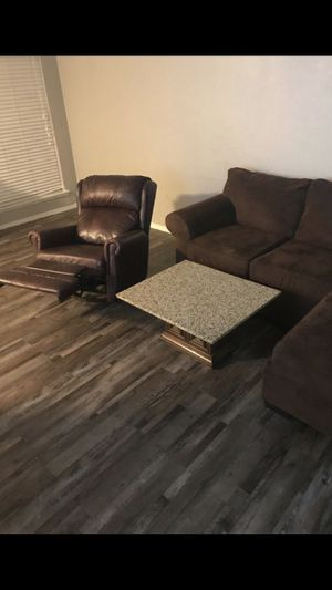 L sectional couch& recliner for Sale in Dallas, TX