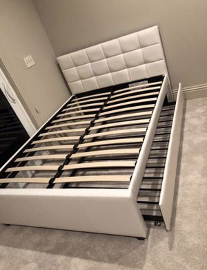Bed frame full size for Sale in Hialeah, FL