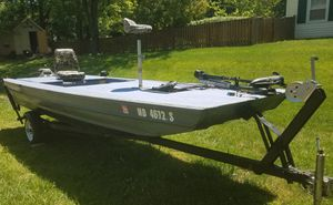 16 foot Bass Boat for Sale in Laurel, MD