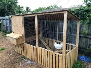 Coop . ( ask questions ) no live stock for Sale in Pompano Beach, FL