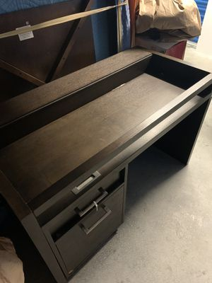 Desk for Sale in Shaker Heights, OH