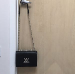 LV twist chain bag for Sale in Beverly Hills, CA