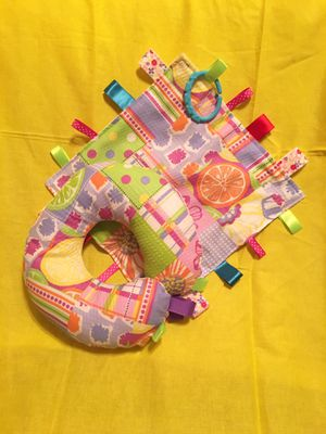 NEW Taggie Crinkle Blankie with link & Taggie Neck Pillow for Sale in Adelanto, CA