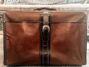Vintage Brown Leather Suitcase/ Garment Bag for Sale in Tampa, FL