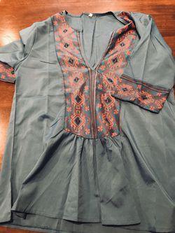 V neck tunic, sz. Med/Lg for Sale in Silver Spring,  MD