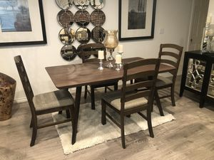 Dining table set 5 pcs $399 for Sale in Victorville, CA