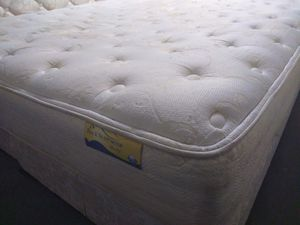 "King mattress 12"" Spring Air and box spring. Free delivery. for Sale in Orlando, FL"