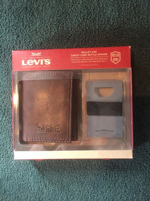 New Levi's Wallet and Bottle Opener for Sale in St. Louis, MO