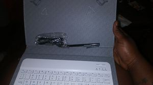 Bluetooth keyboard for ipad . comes with cord for charger and the pen for Sale in Knoxville, TN