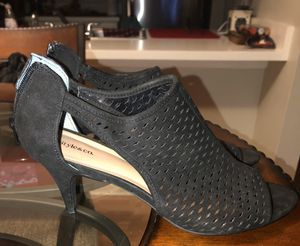 Woman's open toe low heel for Sale in Lutz, FL